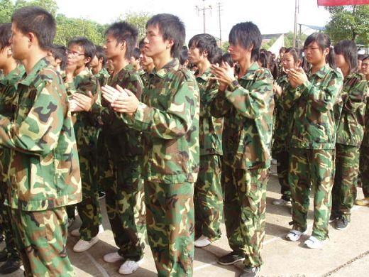 热烈掌声表示对军训教官的感谢